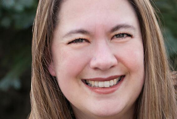 portrait of Tara Haelle, an independent science journalist